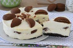 La Torta fredda ai biscotti cremosi e' facilissima da fare ed e' semplicissima, si puo' congelare e non ghiaccia nemmeno dopo essere stata in freezer