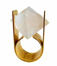 Arthur Court - Quartz Ring, this is the coolest ring! Contemporary Jewellery, Modern Jewelry, Jewelry Art, Antique Jewelry, Jewelry Rings, Vintage Jewelry, Jewelry Accessories, Fashion Jewelry, Jewellery Box