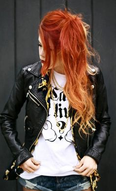 Actually red ombre is perfect for redheads and brunettes who are looking for a vivid yet not boring hair color. Ginger Ombre, Orange Ombre Hair, Ombre Hair Color, Ginger Hair, Blonde Ombre, Red Blonde, Hair Color 2016, Fire Hair, Dream Hair