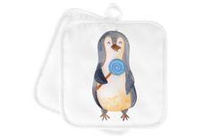 2er Set Topflappen  Pinguin Lolli aus Kunstfaser  Natur - Das Original von Mr. & Mrs. Panda.  Diese wunderschönen Topflappen von Mr. & Mrs. Panda sind immer im 2er Set. Sie sind liebevoll bedruckt und der Druck ist natürlich absolut hitzebeständig. Die Maße ist 170 X 170 mm.    Über unser Motiv Pinguin Lolli  ##MOTIVES_DESCRIPTION##    Verwendete Materialien  Die verwendete sehr hochwertige Kunstfaser ist langlebig, strapazierfähig und abwaschbar und wird von uns per Hand bedruckt. Es…