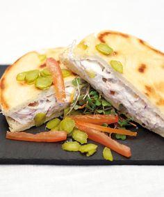 Bocadillo de atún con queso en pan de pita casera #recipes #cuisine