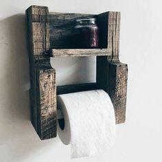 Ainda sobre os banheiros.... Olha que suporte pra papel higiênico mais amorzinho.  E tão simples de fazer....