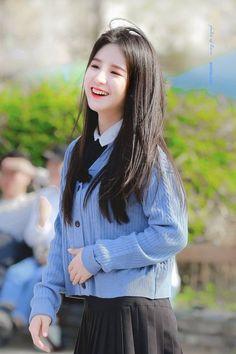 Idols Generation Kpop Girl Groups, Korean Girl Groups, Kpop Girls, Cute Girls, Cool Girl, Wubba Lubba, Olivia Hye, K Idol, Ulzzang Girl