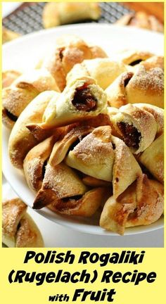 Polish rogaliki crescent cookies with dried fruit are delicious and easy to make. The zesty filling contains dried fruit a splash of sherry and no added sugar. Healthy Diet Recipes, Fruit Recipes, Healthy Desserts, Easy Desserts, Cooking Recipes, Easy Recipes, Savory Snacks, Rugelach Cookies, Rugelach Recipe