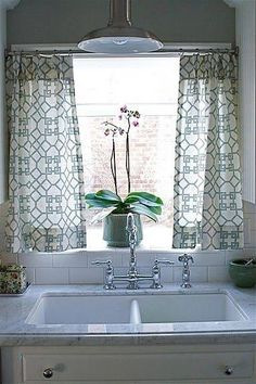no sew kitchen window treatment get some fabric iron on quotheatnbond hemquot adhesive get a super cheap curtain rod from target and add some rings with clips: sink windows window love
