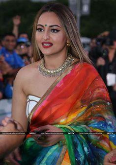IIFA Awards Salman Alia et Shahid's Shaandaar Green Carpet Show Bollywood Actress Hot Photos, Indian Actress Hot Pics, Indian Bollywood Actress, Beautiful Bollywood Actress, Actress Photos, Beautiful Actresses, Indian Actresses, Mode Bollywood, Bollywood Girls