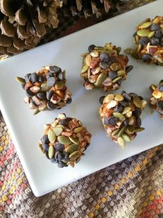 Perfect little balls of pumpkin spice covered with nuts, seeds, and chocolate chips. The perfect blend of sweet and salty. I am in full-swing pumpkin mode! Keto Snacks, Healthy Desserts, Dessert Recipes, Healthy Recipes, Pumpkin Energy Balls, Muffin In A Mug, Pumpkin Chocolate Chip Muffins, Energy Bites, Sweet And Salty