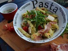 Recette Salade de pennes au jambon cru, roquette et tomates cerises, par Cuisineplusleblog - Ptitchef