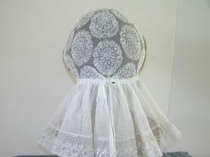 ANTIQUE EDWARDIAN HAND MADE WHITE LACE WOMAN'S CAP.