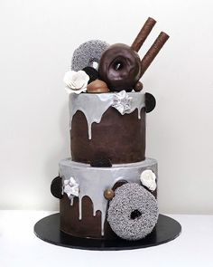 Had plans to go out tonight, but now just want to stay at home, watch Netflix and eat this. Doughnut Cake, Drip Cakes, Baked Goods, Going Out, Cake Decorating, Birthday Cake, The Incredibles, Baking, Instagram Posts