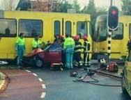 Auto botst op tram op de Koekoekslaan