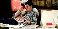 9 Reasons Dean Winchester From 'Supernatural' Is The Superior Winchester Brother Dean Winchester Imagines, Supernatural Imagines, Supernatural Jensen, Winchester Boys, Jensen Ackles Gif, Dean Gif, Sherlock Fandom, Broken Leg, Super Natural