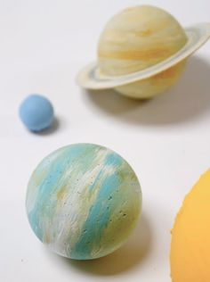 DIY painted wooden ball solar sys­tem by Pin­ta­lal­luna. The wooden balls add a nice touch of real­ism to the planets.