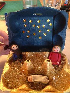 Selbstgemachte Krippe, Figuren aus Knete im Eierkarton. ### Homemade crib figures from modeling clay in an egg carton .