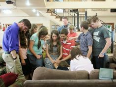 Duggar Family Blog: Updates and Pictures Jim Bob and Michelle Duggar 19 Kids and Counting: Season 9 Promo Pics