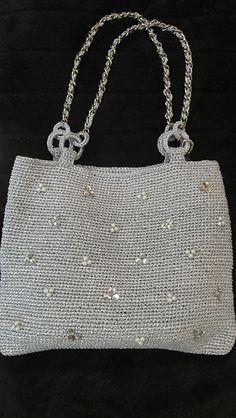 Front_view_handbag_medium