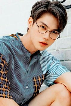 Handsome Actors, Handsome Boys, Bright Wallpaper, Boyfriend Photos, Bad Boy Aesthetic, Bright Pictures, Boy Photography Poses, Foto Instagram, Thai Drama