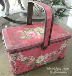 Shabby Chic Cabin, Shabby Chic Pink, Vintage Shabby Chic, Shabby Chic Decor, Vintage Baking, Vintage Tins, Chic Fall Fashion, Vintage Lunch Boxes, White Painted Furniture