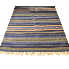 Channel the beauty of the palaces of Persia with this hand-woven rug.