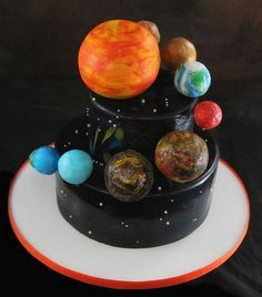 Solar System Cake, http://hative.com/solar-system-project-ideas-for-kids/