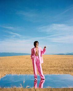 Mica Argañaraz for Jacquemus Creative Fashion Photography, Fashion Photography Poses, Fashion Photography Inspiration, Fashion Poses, Photoshoot Inspiration, Artistic Photography, Vogue Fashion, Fast Fashion, Fashion Editorials