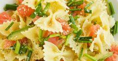 Recette de Salade de pâtes légère à l'avocat et au saumon fumé. Facile et rapide à réaliser, goûteuse et diététique.