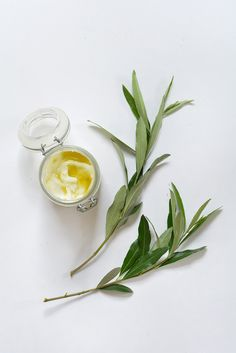 The best DIY projects & DIY ideas and tutorials: sewing, paper craft, DIY. Natural & DIY Skin Care : soothe sunburnt skin with this homemade aftersun remedy (which is also a great all round body moisturizer! Homemade Moisturizer, Natural Moisturizer, Homemade Skin Care, Diy Skin Care, Diy Natural Beauty Recipes, Diy Beauty, Diy Masque, Sun Lotion, How To Make Diy