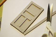 Ovi valmistuu helposti materiaalinaan pahvi! Pukinnaamari on Päivi Variksen valmistama. Tarvikkeet: paksua pahvia mattove...