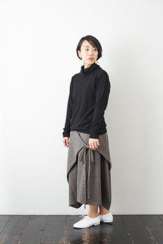 SARAXJIJI ソフトウール フォールドスカート(2color) - poooL (online shop) Fashion Sewing, Hijab Fashion, Diy Clothes, Sewing Projects, Sewing Patterns, Normcore, Knitting, Womens Fashion, Shopping