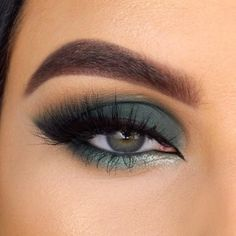 Amazing Eye Makeup Tutorial Step by Step Eye makeup is an area that we strive to emphasize eye beauty, accentuate the eyes an. Smoky Eyeshadow, Simple Eyeshadow, Green Eyeshadow, Smokey Eye Makeup, Eyeshadow Makeup, Burgundy Eyeshadow Looks, Everyday Eyeshadow, Eyeshadow Basics, Purple Smokey Eye