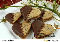 Čokoládová srdíčka recept - TopRecepty.cz Christmas Sweets, Christmas Baking, Christmas Cookies, Macaroons, Chocolates, Wedding Appetizers, Czech Recipes, Cookie Jars, Relleno