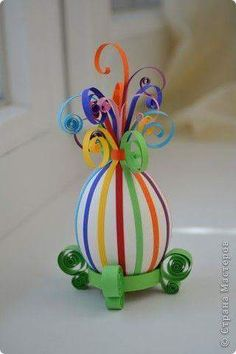 White Easter Egg Decorated With Colored Quilling Paper On A Quilled Base - You Will Want To Remove Contents Of Raw Egg First To Create A Lasting Decoration Easter Projects, Easter Crafts For Kids, Paper Craft For Kids, Easter Ideas, Spring Crafts, Holiday Crafts, Diy And Crafts, Paper Crafts, Diy Y Manualidades