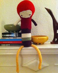 Very Dead Toys es el nombre artístico de la estadounidense Stephanie Toppin. Para quien no esté familiarizado con su nombre, bastará decir que es la imaginativa autora de Obey Crochet, esas diverti...