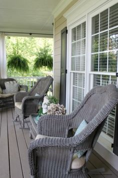 My 2 Favorite Paint Colors for Creating a Weathered Gray Finish Today I'm sharing my 2 favorite pain Painted Furniture Colors, Exterior Paint Colors For House, Colorful Furniture, Paint Colors For Home, Wicker Porch Furniture, Wicker Patio Furniture, Used Outdoor Furniture, Porch Furniture, Furniture