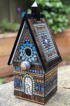 Mosaic Kits, Mosaic Tile Art, Mosaic Artwork, Pebble Mosaic, Tiles, Bird Houses Painted, Painted Birdhouses, Bird House Kits, Mosaic Madness