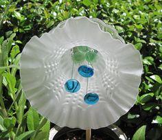 Jeder Garten Ornament ist eine einzigartige, handgefertigte Kunstwerk aus sanft verwendet Platten hergestellt und geschliffenem Glasstücke zusammen