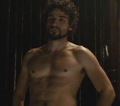 Oscar_Isaac_shirtless_01
