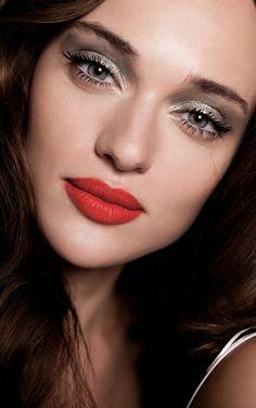 Smokey eyes + red lips