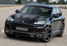 Rating and specs of Porsche Cayenne Turbo TechArt Magnum - top speed 321 kph, power 680 hp. Porche Cayenne, Porsche Cayenne Turbo, Cayenne Gts, Porsche Gts, Black Porsche, Luxury Crossovers, Lux Cars, Cool Cars, Dream Cars