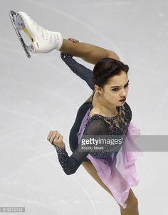 ニュース写真 : Evgenia Medvedeva of Russia performs during the...