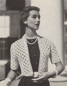 Diamond Days is a vintage womens wedding bolero sweater crochet pattern from Vogue Knitting Spring/Summer ★ Sizes: Vintage Crochet Dresses, Vintage Crochet Patterns, Vintage Knitting, Vogue Knitting, Wedding Sweater, Bolero Pattern, Mode Crochet, Crochet Wedding, Crochet Cardigan