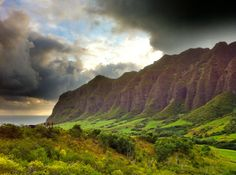 The Most Beautiful Places to See on Oahu - Everyone agrees that Hawaii is beautiful. No question about it. But what are the most beautiful places to see on Oahu? These 5 scenic locations are on my top list of beautiful places to visit in Hawaii...