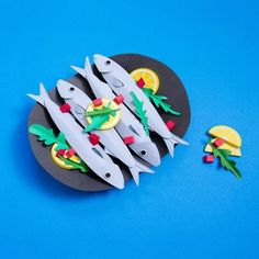 Delectable paper food illustrations by Singapore-based paper artist, Cheryl Teo. Food Sculpture, Cardboard Sculpture, Carta Collage, Diy Paper, Paper Crafts, Diy Karton, Origami, Paper Illustration, Up Book