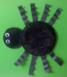Eine selbstgebastelte Spinne aus Papptellern für alle Halloween Fans!
