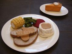 Thanksgiving Dinner Felt Play Food Pattern - Holiday Turkey Dinner PDF - DIY Felt Food. $6.99, via Etsy. This is making me hungry...