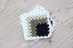 Asymmetrisk oldemor firkant   Eponas dagbog Hexagon Crochet Pattern, Crochet Patterns, 3d Quilts, Crochet Projects, Crochet Hats, Blanket, Crafts, Blog, Crochet Stitches Patterns