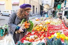 Monedas sociales, ¿es posible vivir sin euros?