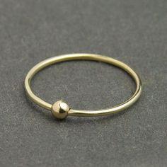 "Feiner Ring ""Goldperle"" (8ct) von monomi auf DaWanda.com"