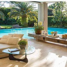 Bom diaaa!!! Um ótimo sábado a todos vocês!!! ☀️ Good morninggg!!! A great Saturday to all you!!! ☀️ By @carolina_jardim_arquitetura  #beautiful#areaexterna#outisde#decor#varanda#balcony#design#details#furniture#moveis#madeira#wood#pool#paisagismo#landscaping#homestyle#homedecor#instagood#instahome#idea#inspiration#interiordesign#sandecor