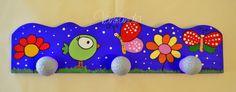Restauración - Renovación Percherito medidas: 36.50 x 10cm + 3 perchitas. Se conservo color de base violeta y lila de perchitas. Diseño que pronto combinara con un baúl para guardar juguetes. Pronto mas fotos.. Funky Furniture, Colorful Furniture, Painted Furniture, Dot Painting, Painting On Wood, Painted Clay Pots, Hand Painted, Crafts For Kids, Arts And Crafts